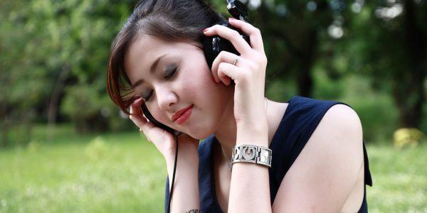 A zene hatásai többek között: javuló hangulat, vérnyomás csökkenése vagy gyorsulása, jobb memória.
