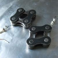Fülbevaló bicikli láncból