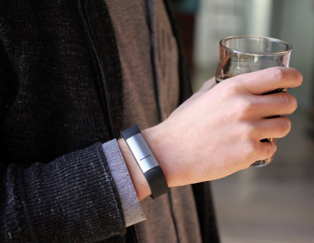 A kütyü honlapja szerint a Proof elegáns italozások kelléke.