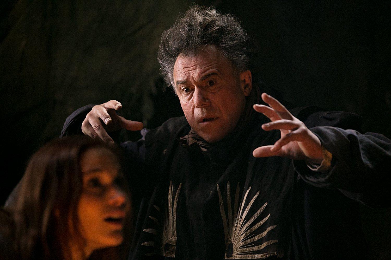 Neves színészek szenvednek a vásznon a Vándorszínészek című filmben.